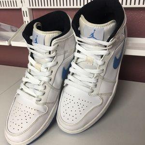 Air Jordan 1 Retro Mid Legend Blue